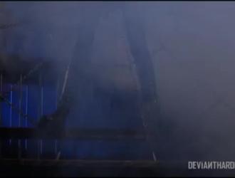 جانيس جريفيث تضغط على ثديها الكبيرة أثناء ممارسة الجنس في نفس الوقت ، في غرفة نومها.