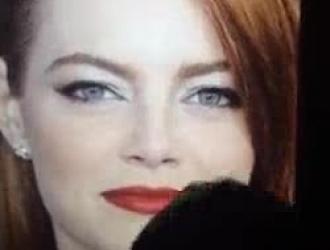 كلوي ستون هي امرأة شقراء محطمة تحب أن تمارس الجنس في العديد من المواقف.