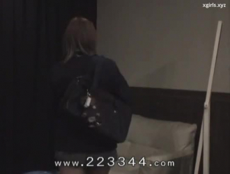 امرأة سمراء ترتدي ملابسها ، تمارس ميا رايان الجنس الوحشي مع حبيبها المعروف ، كلما أمكن ذلك.