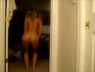 هوتي الأسترالي العضلي يمارس الجنس مع رجل كريمه ظهرًا لظهر.