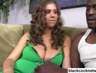 فيديو سكس رجال سود يمارسون الجنس مع فتاة سكس ساخن