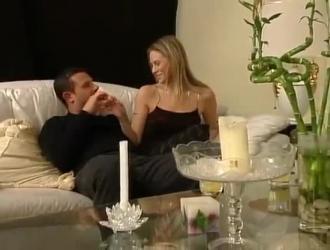 تأتي الزوجات المترددات مع الأزواج في حالة سكر إلى الزوجات القاسيات ليتم إغرائهن.