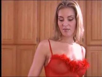 بروك سمرز في سن المراهقة مسترخية مع جسم لطيف أخيرًا تحصل مارس الجنس من قبل صديقها.