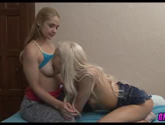 مثلية وفي سن المراهقة مسمر من قبل الوحش الديك.