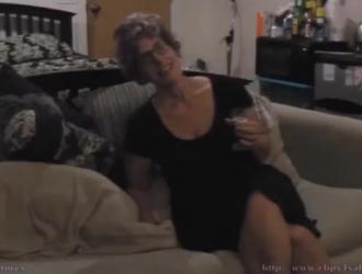 شقية ، الجدة الهواة ، كريسي لين تظهر لجارتها ابنتها الغنية ، مثلية.