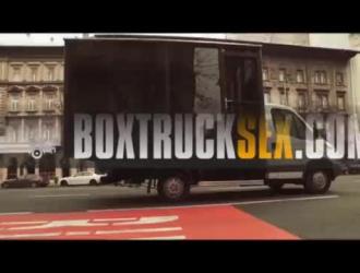 سكس مساج فوق السيارة في شوارع روسيا