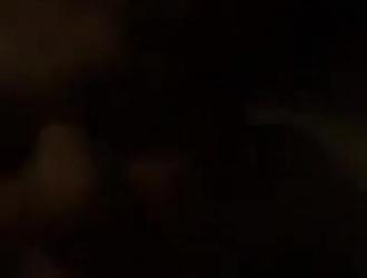 جوني لوف يمارس الجنس الوحشي مع نجمة إباحية قديمة قبل ممارسة الجنس الثلاثي.