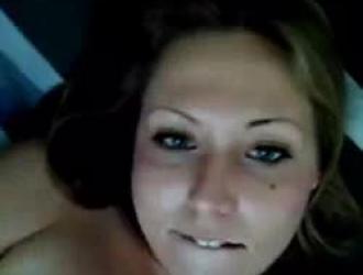 حصلت امرأة سمينة مع وشم مارس الجنس لأن بوسها كان متسخًا بدرجة كافية لاستخدامه.