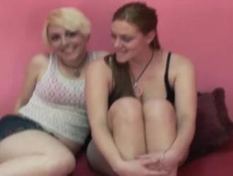 وقعت مثلية بنات تقاسم الديك.